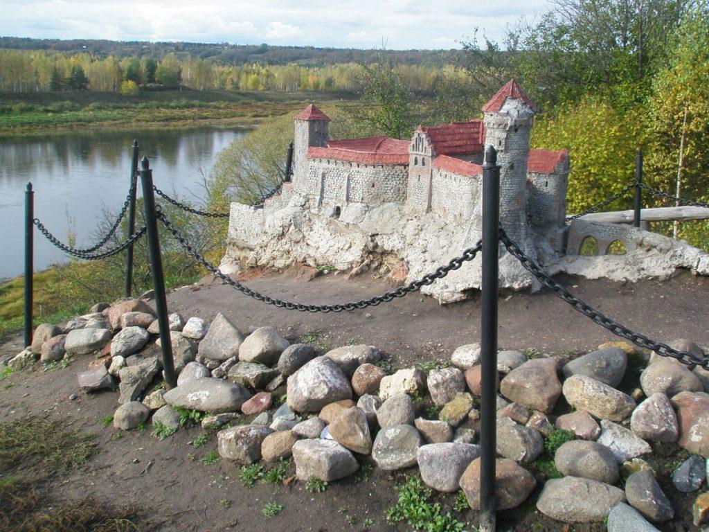 Макет Динабургского замка в Науенской волости
