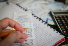 деньги, чеки, налоговая декларация