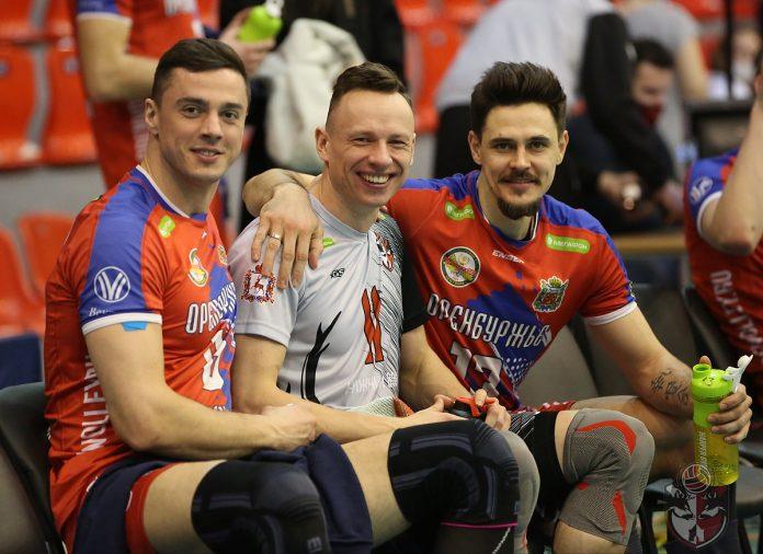 Денис Петров (в центре). Фото: Алёна Севрюкова