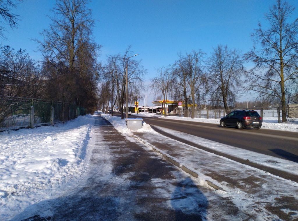Трамвайная ветка пройдет по левой стороне улицы Стацияс. Фото: Елена Иванцова