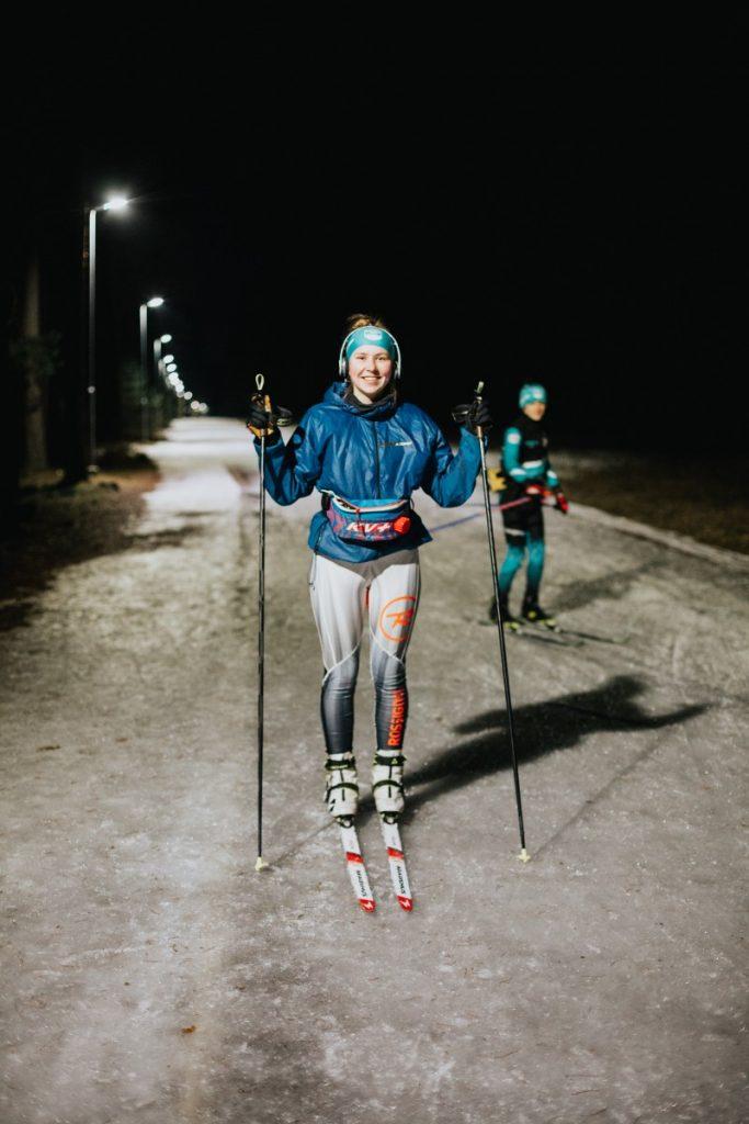 Злата Панцерко во время одной из тренировок. Биатлонистка. Участвует в зимнем школьном фестивале.