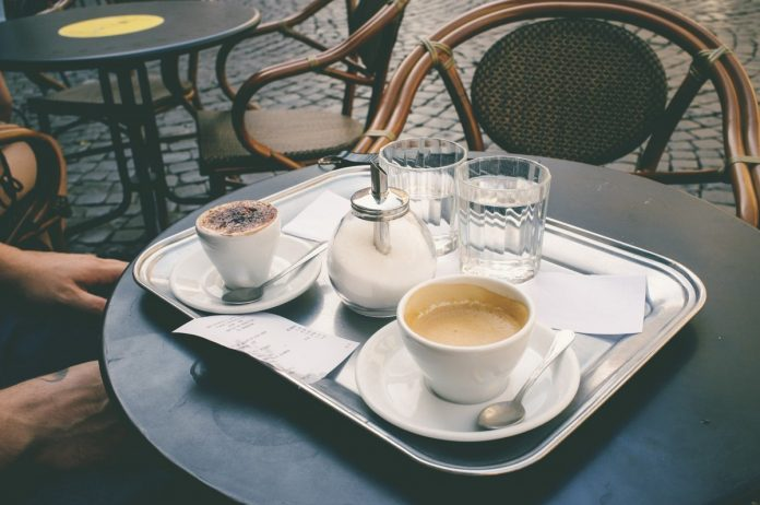 Кафе, терраса. Изображение youleks с сайта Pixabay