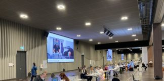 """АТТА центр"" в Риге. 10 апреля 2021 года. Фото со страницы министра здравоохранения Даниэля Павлютса в Твиттере"