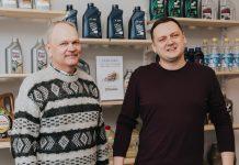 Олег и Максим Терентьевы. Магазин MaxOil в Даугавпилсе. Фото: Ирина Маскаленко