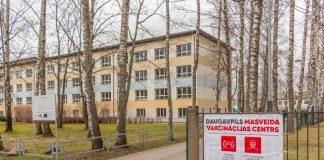 Центр вакцинации в Даугавпилсе на ул.Парадес, 7. Фото: Евгений Ратков