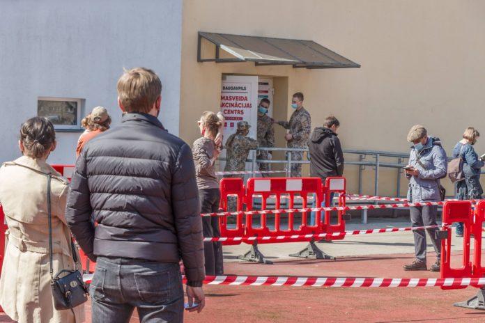 Центр вакцинации в Даугавпилсе на ул. Парадес,7. 17 апреля 2021 года. Фото: Евгений Ратков