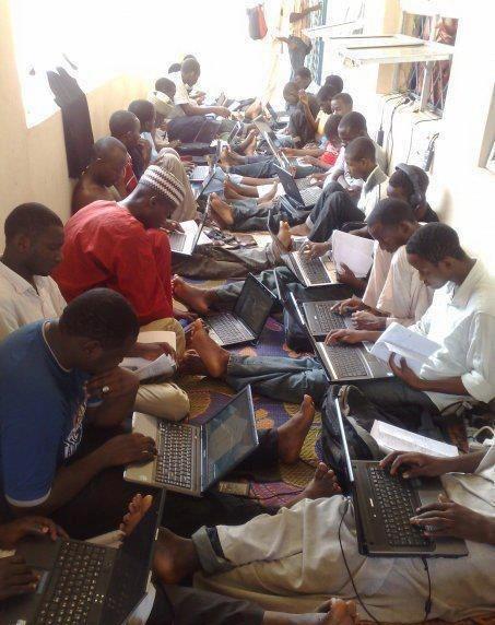 Нигерийские скамеры за работой. Фото: https: time.kz (2014 год)