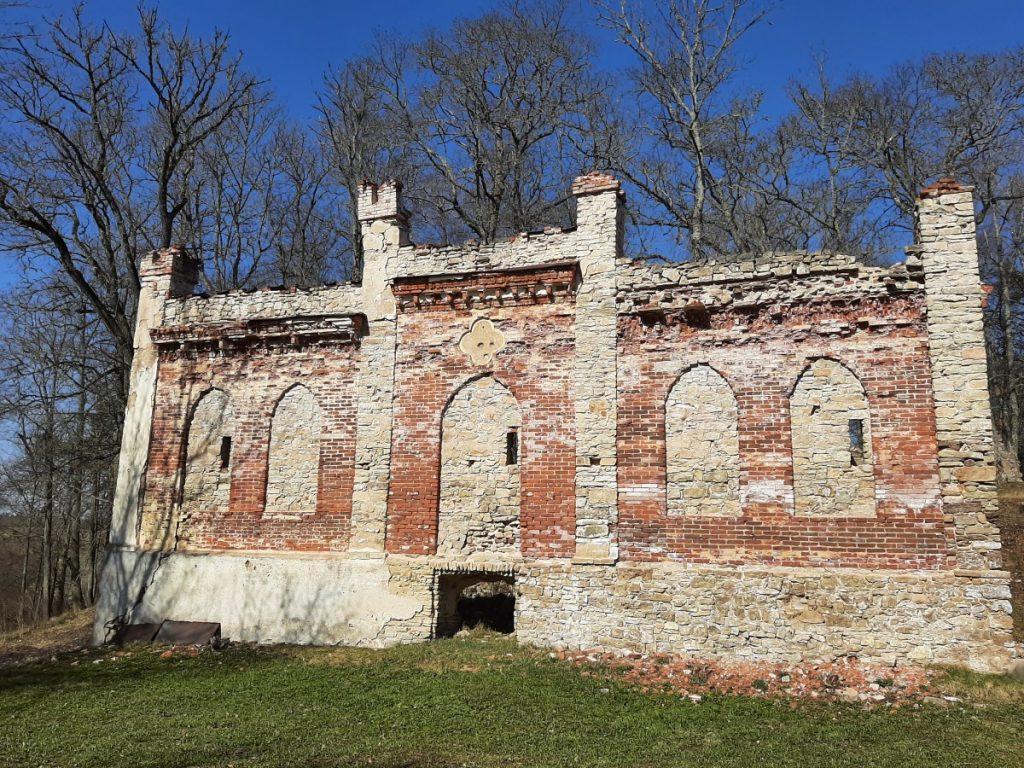 Руины Гауйиенского замка