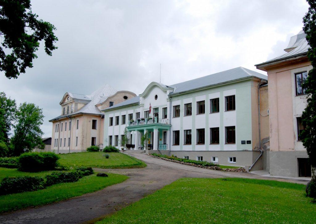 В Малнавском поместье располагается колледж. Фото: Елена Иванцова