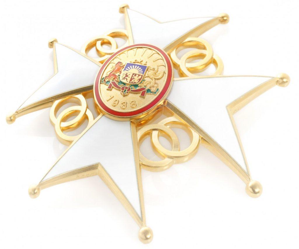 Высшие награды Латвии. Крест признания. Фото: president.lv