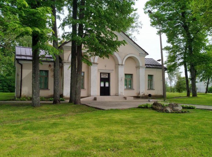 Здание, в которое после ремонта переедет библиотека в Крауе. Фото: Елена Иванцова