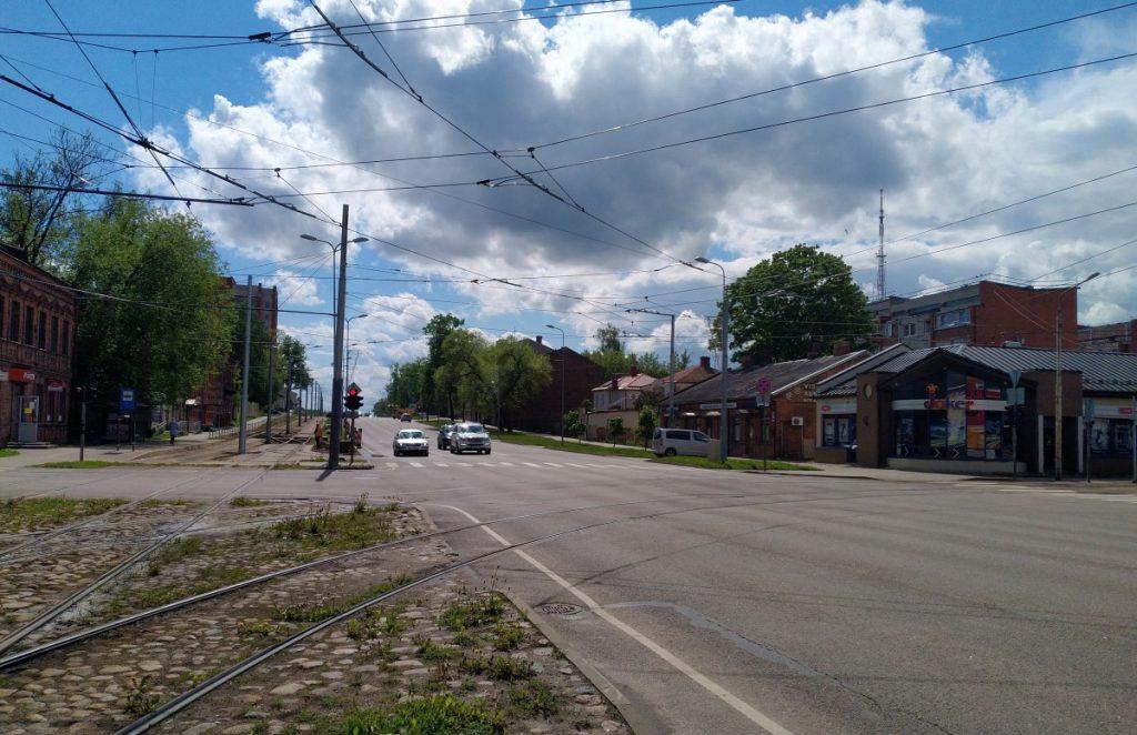 На перекрестке улиц Виенибас, Балву и Циетокшня будет круговое движение. 26 мая 2021 года. Фото Елены Иванцовой