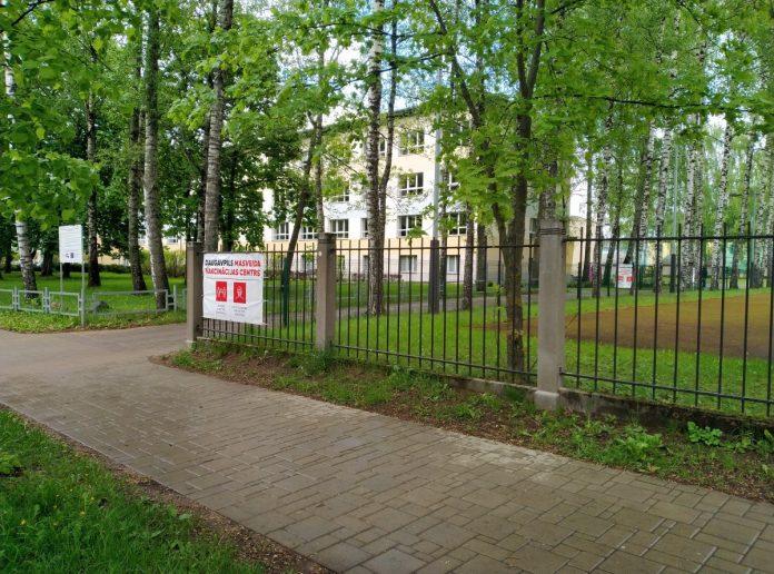 Центр вакцинации в Даугавпилсе на ул. Парадес, 7. 21 мая 2021 года. Фото Елены Иванцовой