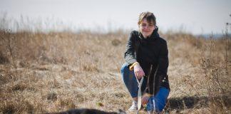 Волонтёр Даугавпилсского приюта для животных Инкин Черничная. Фото: Сергей Соколов