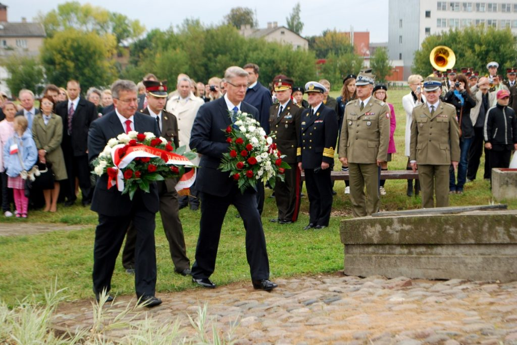 Визит в Даугавпилс Бронислава Коморовского и Валдиса Затлерса в 2010 году. Фото Елены Иванцовой