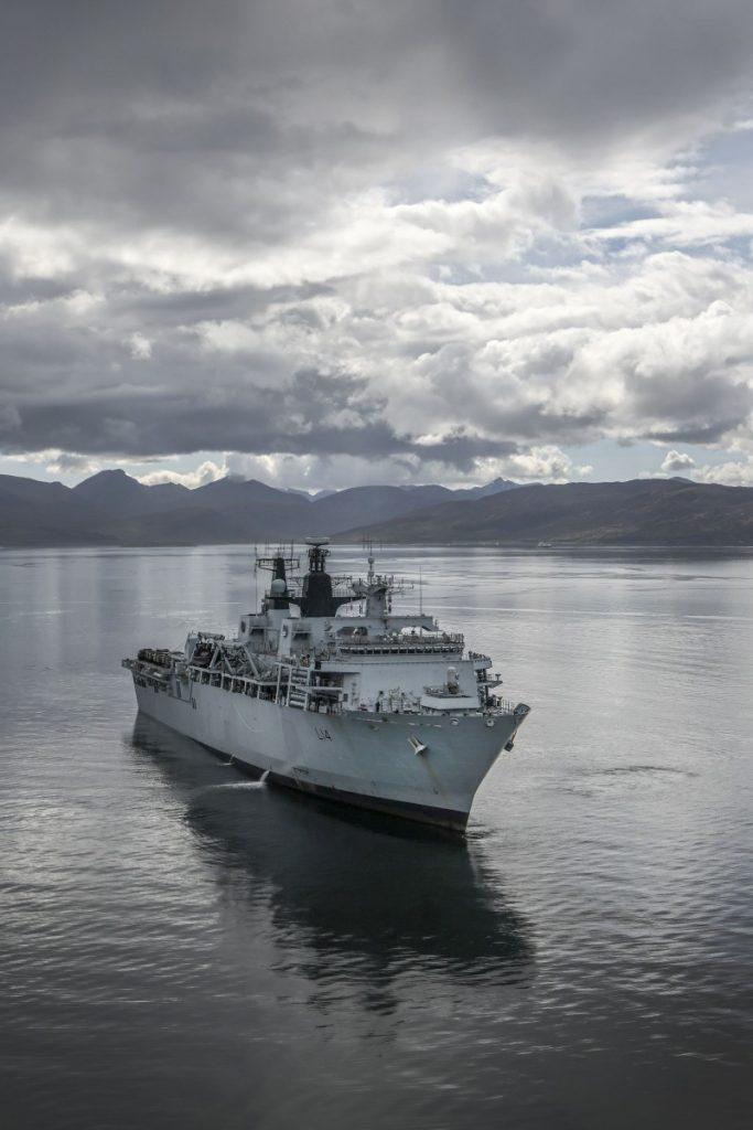 Военный корабль HMS Albion. Пресс-фото