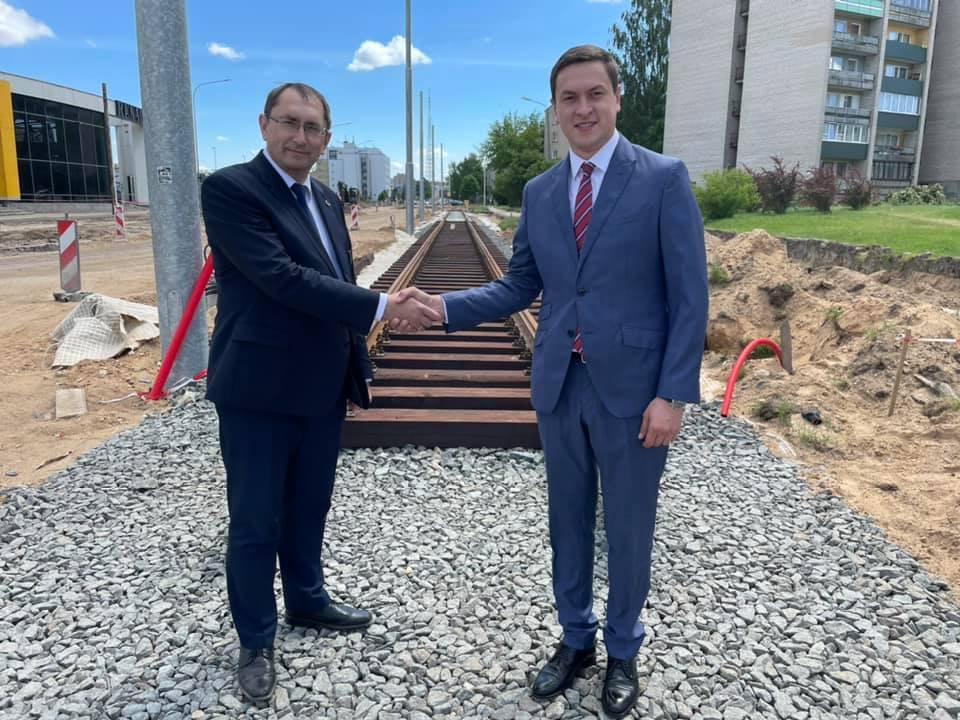 Министр сообщения Талис Линкайтс и мэр Даугавпилса Игорь Прелатов. 14 июня 2021 года. Фото со страницы Игоря Прелатова на фейсбуке