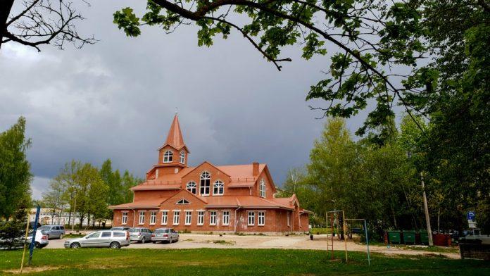 Фундаментом будущего костёла послужил фундамент заложенного ещё в советское время здания девятиэтажного дома на улице Атмодас. Фото: rezekne.lv
