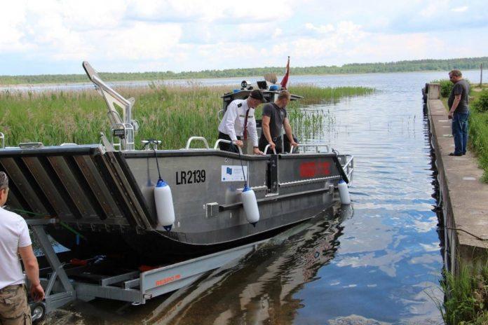 У латгальских пожарных теперь есть грузовая лодка для спасательных работ на воде