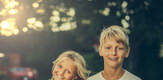Подростки. Иллюстративное изображение Janko Ferlic с сайта Pixabay