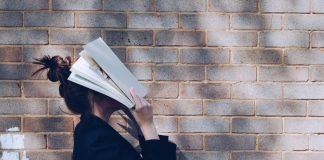 Усталый учитель. Фото со страницы Izglītības un zinātnes ministrija на фейсбуке