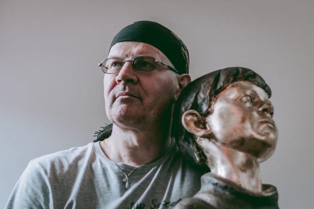 Дмитрий Якимчук на памятной выставке, посвященной Елене Волковой. Фото Дианы Якимчук