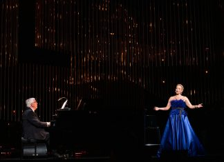 Концерт Элины Гаранчи и Раймонда Паулса в Риге. Фото: Кристап Калнс