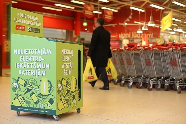 Контейнеры для электроприборов и батареек. Фото: zaļais.lv