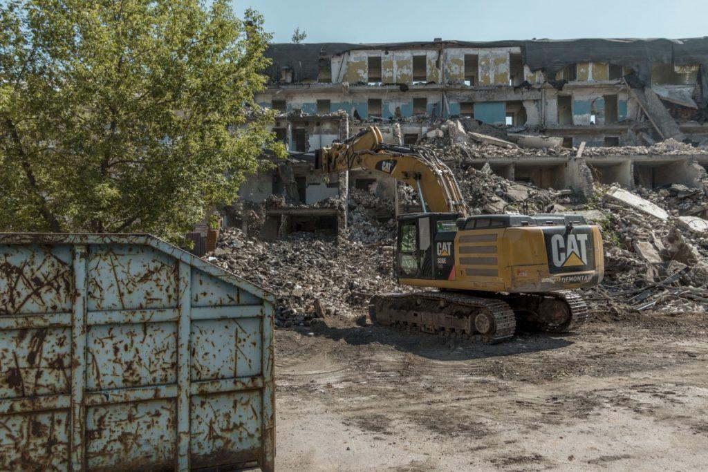 Здание бывшего общежития ЛРЗ в Даугавпилсе. 9 июля 2021 года. Фото: Евгений Ратков
