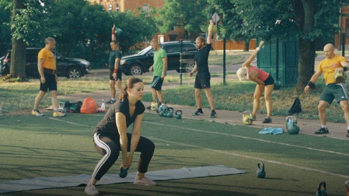 Тренировка в «Kettlebell Fit Daugavpils». Скриншот с видео