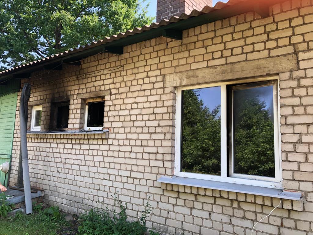 Горевший дом на улице Краславас в Старых стропах. Фото: Злата Ратиня