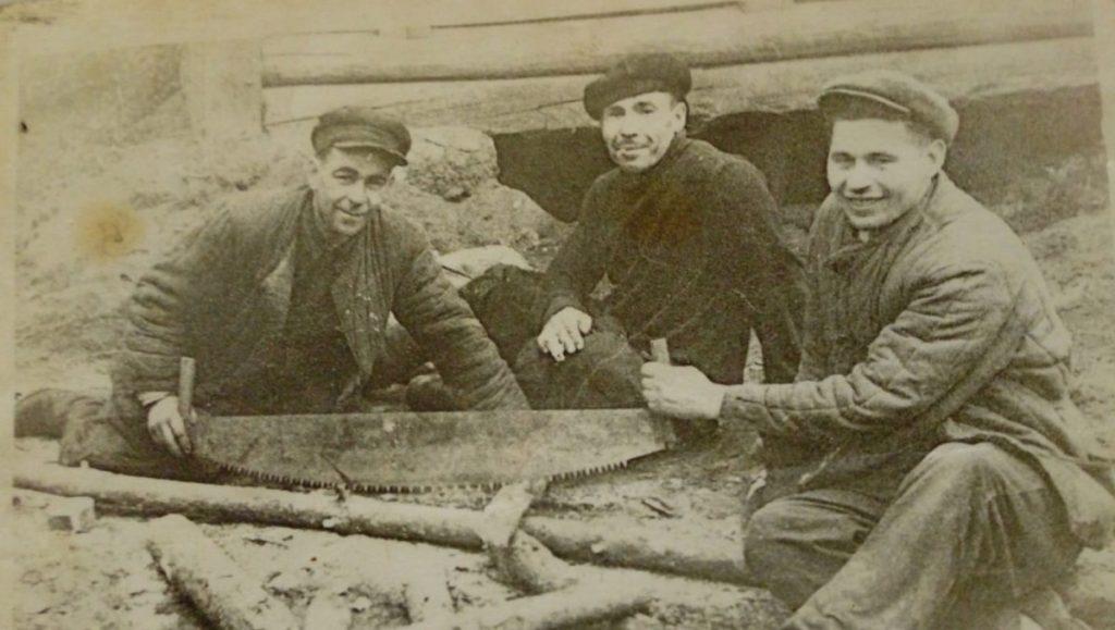 Родители помогали строить пристройку школы. Фото из архива Тамары Дорофеевой
