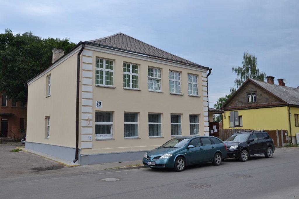 Здание общины недавно отремонтировали. Июль 2021 года. Фото: Елена Иванцова