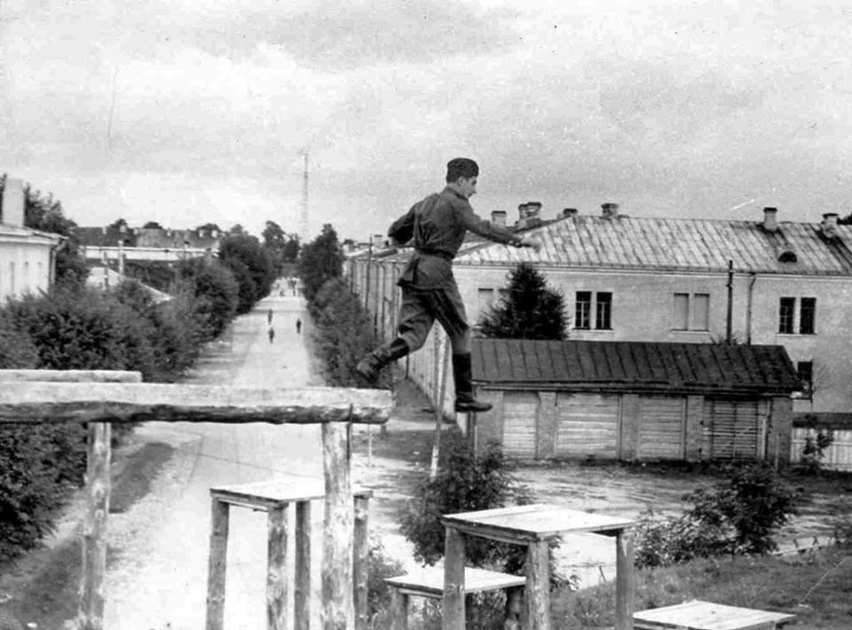Фото раннего советского периода, найдено на форумах курсантов ДВВАИУ