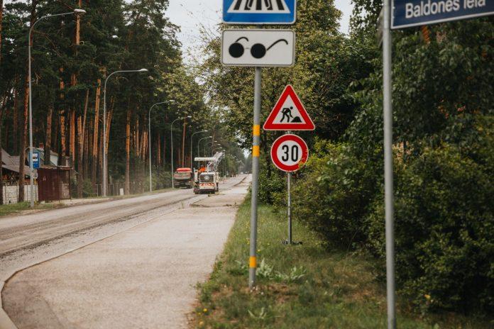 Ремонт дороги на ул. Кримулдас. 11 августа 2021 года. Фото: Ирина Маскаленко
