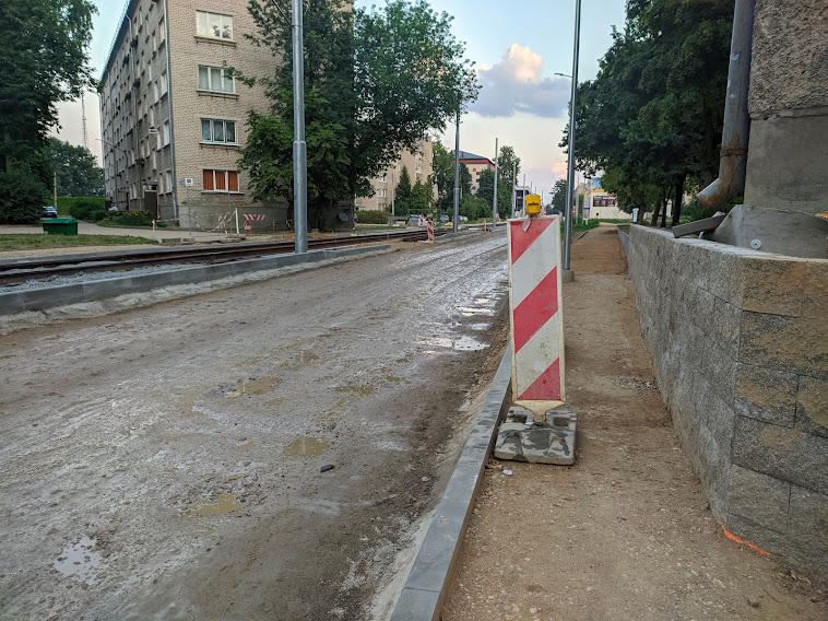 Строящийся тротуар на улице Циетокшня. 28 июля 2021 года. Фото: Евгений Ратков