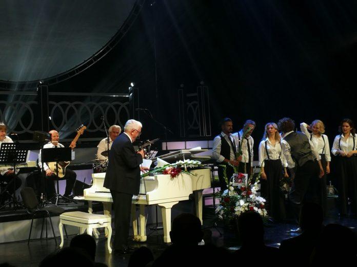 Концерт Раймонда Паулса в Рижском русском театре. 5 августа 2021 года. Фото: Андрей Шаврей