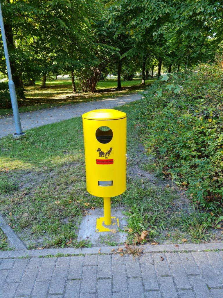 Урна для собачьих экскрементов в Лиепае. Фото: Виктория Трофимова-Гаике