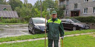 Дворник ПЖКХ Владимир Щёголев. Фото: Наталья Пальчевская