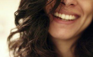 улыбка женщины