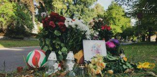На месте, где смертельные ранения получил 21-летний парень, люди оставляют цветы и свечи. Фото: Анастасия Фёдорова