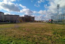 Участок у стадиона в Даугавпилсе, рядом с которым хотят построить заправку. Фото: Елена Иванцова